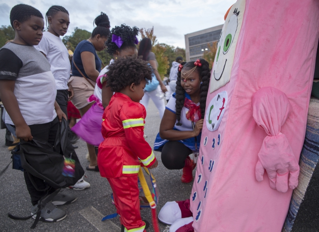Children meet Cell Phone Sally at 2019 Trunk-or-Treat event